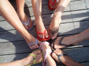 Flip Flops oder doch Sandalen? Hauptsache bunt!