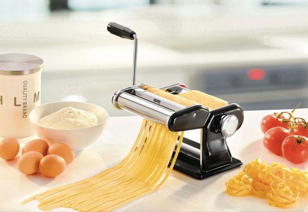Pastamaschine bei Universal