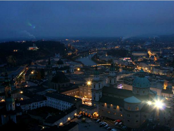 Salzburg im Advent am Abend