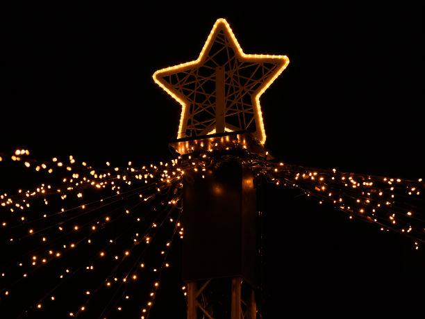 Weihnachtsbeleuchtung am Weihnachtsmarkt am Hof