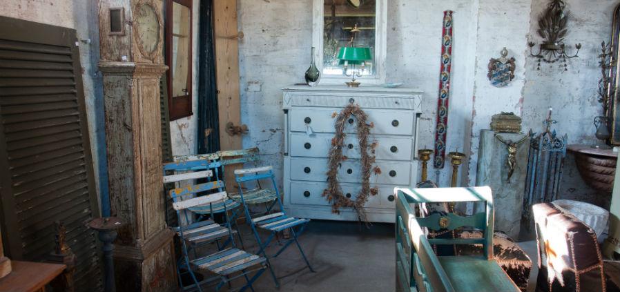 Gebrauchte Möbel Auf Dem Flohmarkt Kaufen